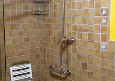 ducha adaptada a personas con discapacidad